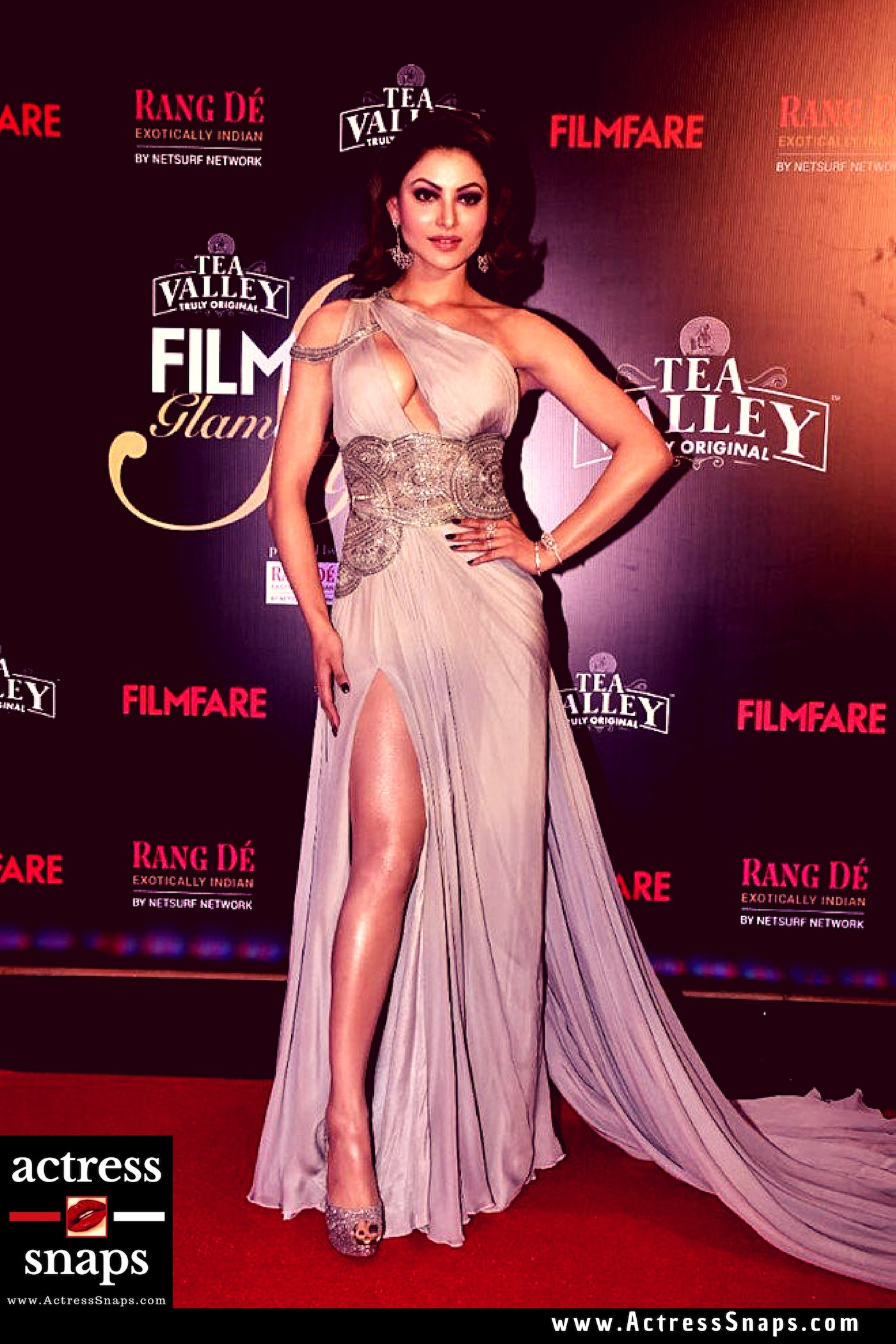Urvashi Rautela at Filmfare Event - Sexy Actress Pictures | Hot Actress Pictures - ActressSnaps.com