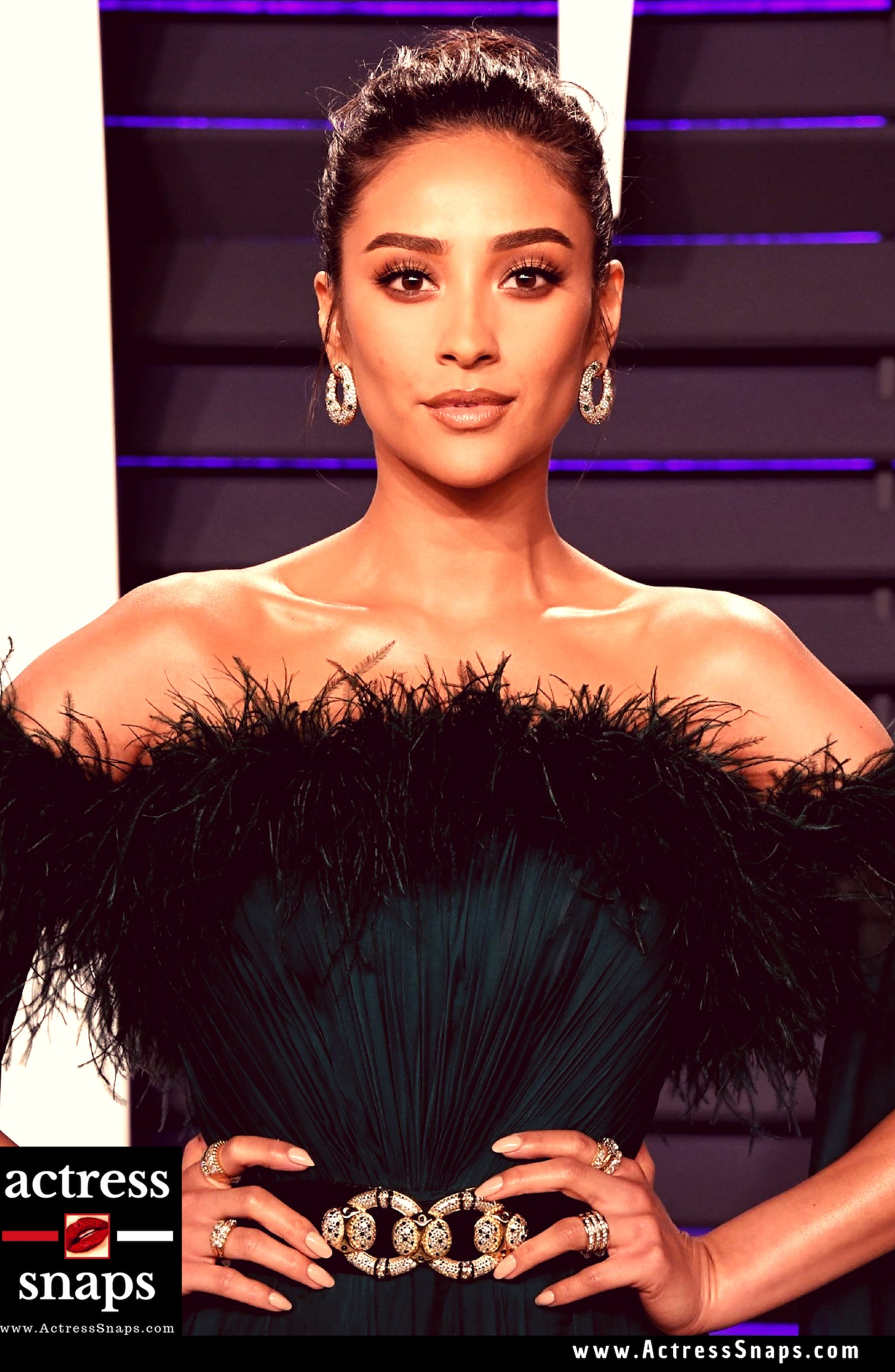 Sexy Shay Mitchell from Vanity Fair Oscar Party - Sexy Actress Pictures | Hot Actress Pictures - ActressSnaps.com