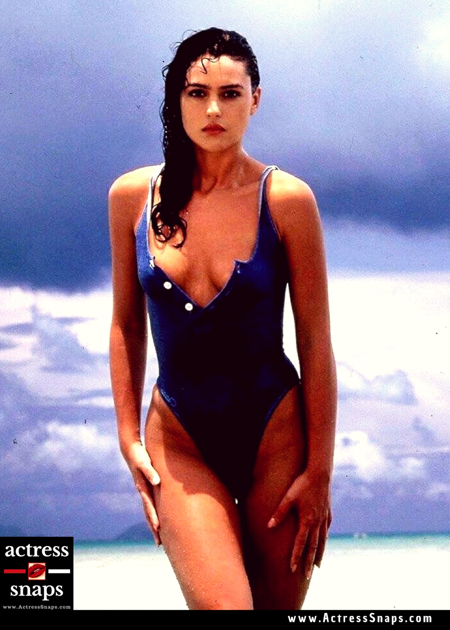 Sexy Monica Belluci Bikini Photos - Sexy Actress Pictures | Hot Actress Pictures - ActressSnaps.com