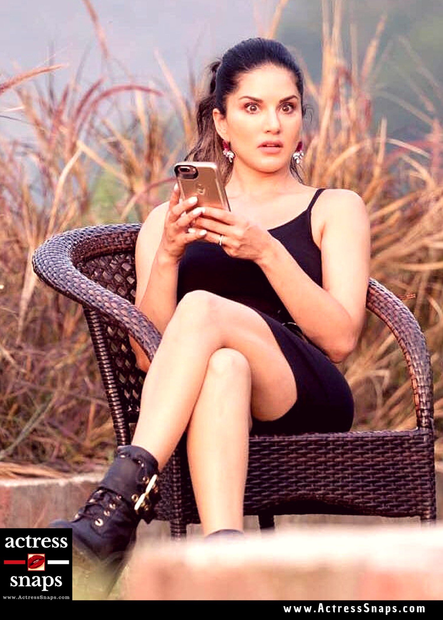 Sexy Sunny Leone - Social Media Pictures - Sexy Actress Pictures | Hot Actress Pictures - ActressSnaps.com