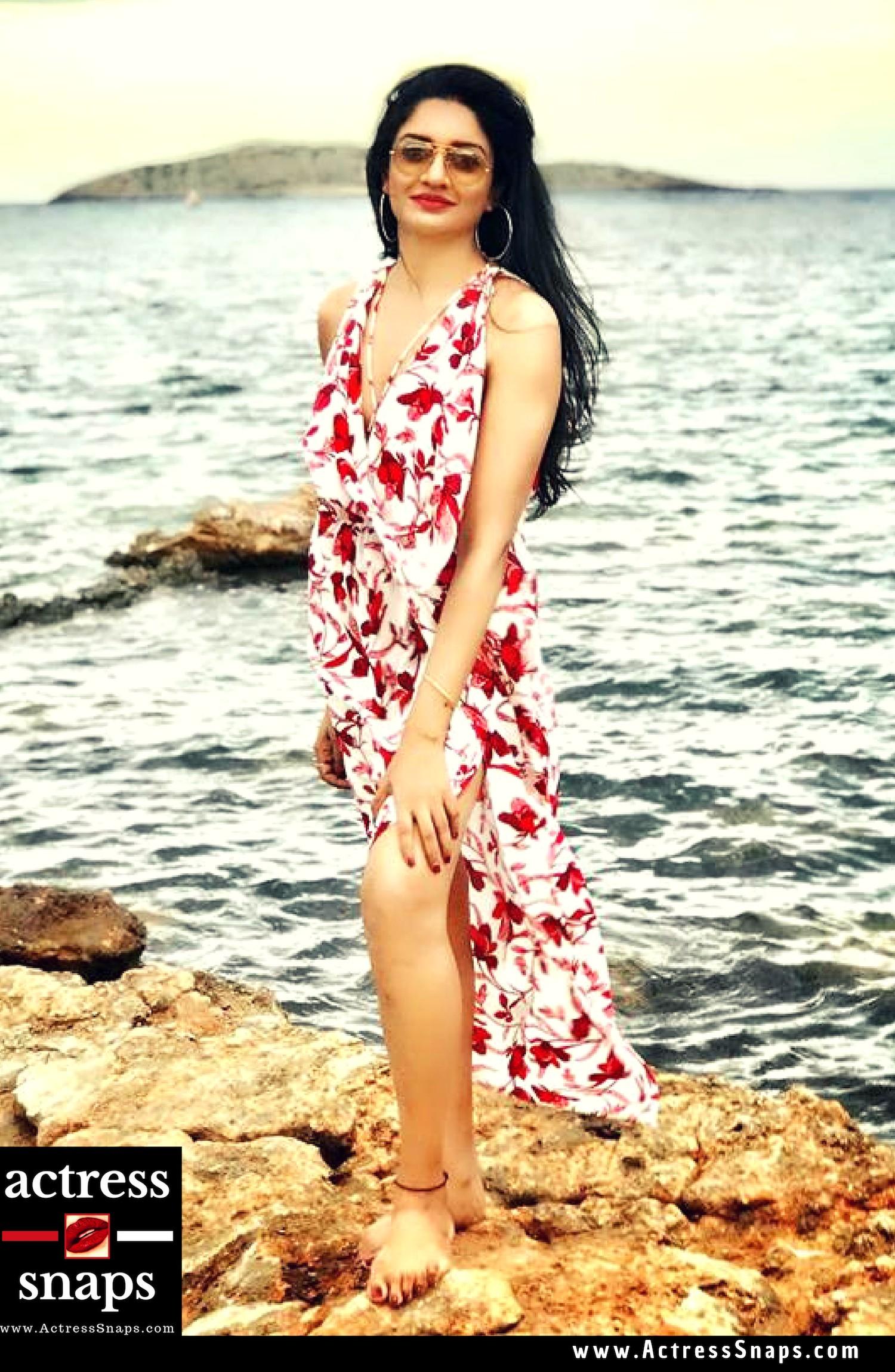 Vimala Raman - Sexy Photos at the Beach - Sexy Actress Pictures | Hot Actress Pictures - ActressSnaps.com