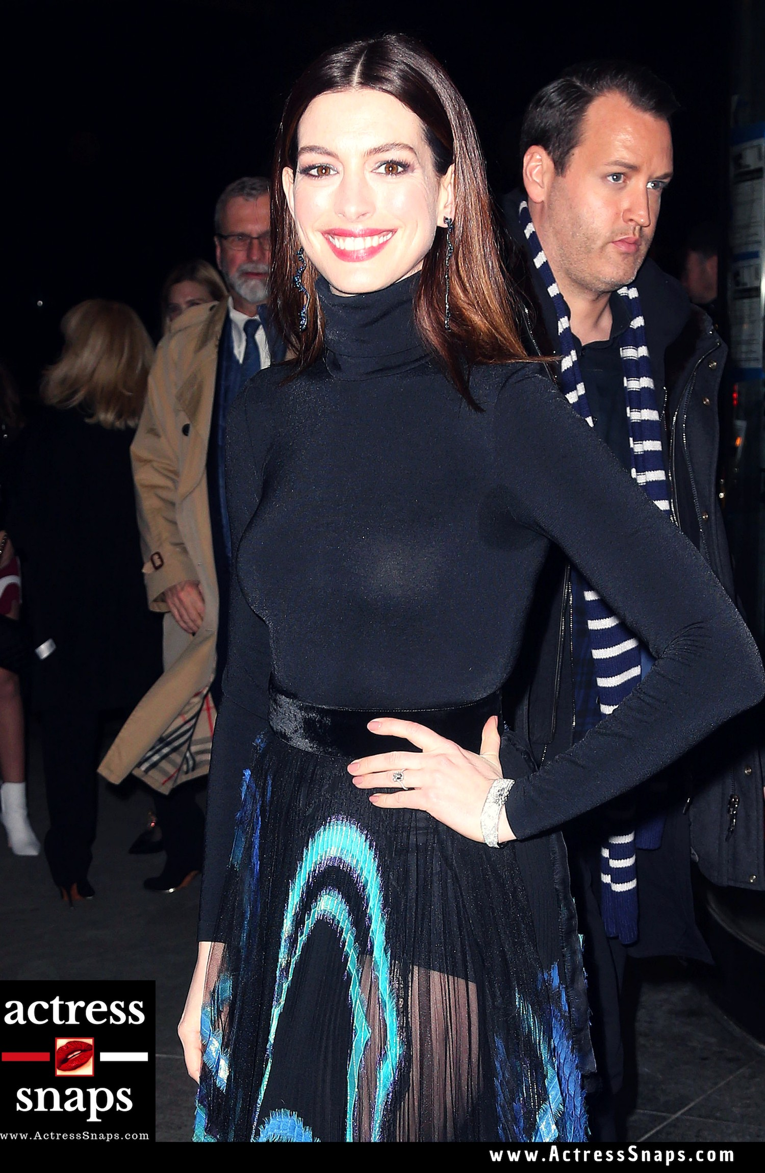 Anne Hathaway - Serenity Film Premiere - Sexy Actress Pictures | Hot Actress Pictures - ActressSnaps.com