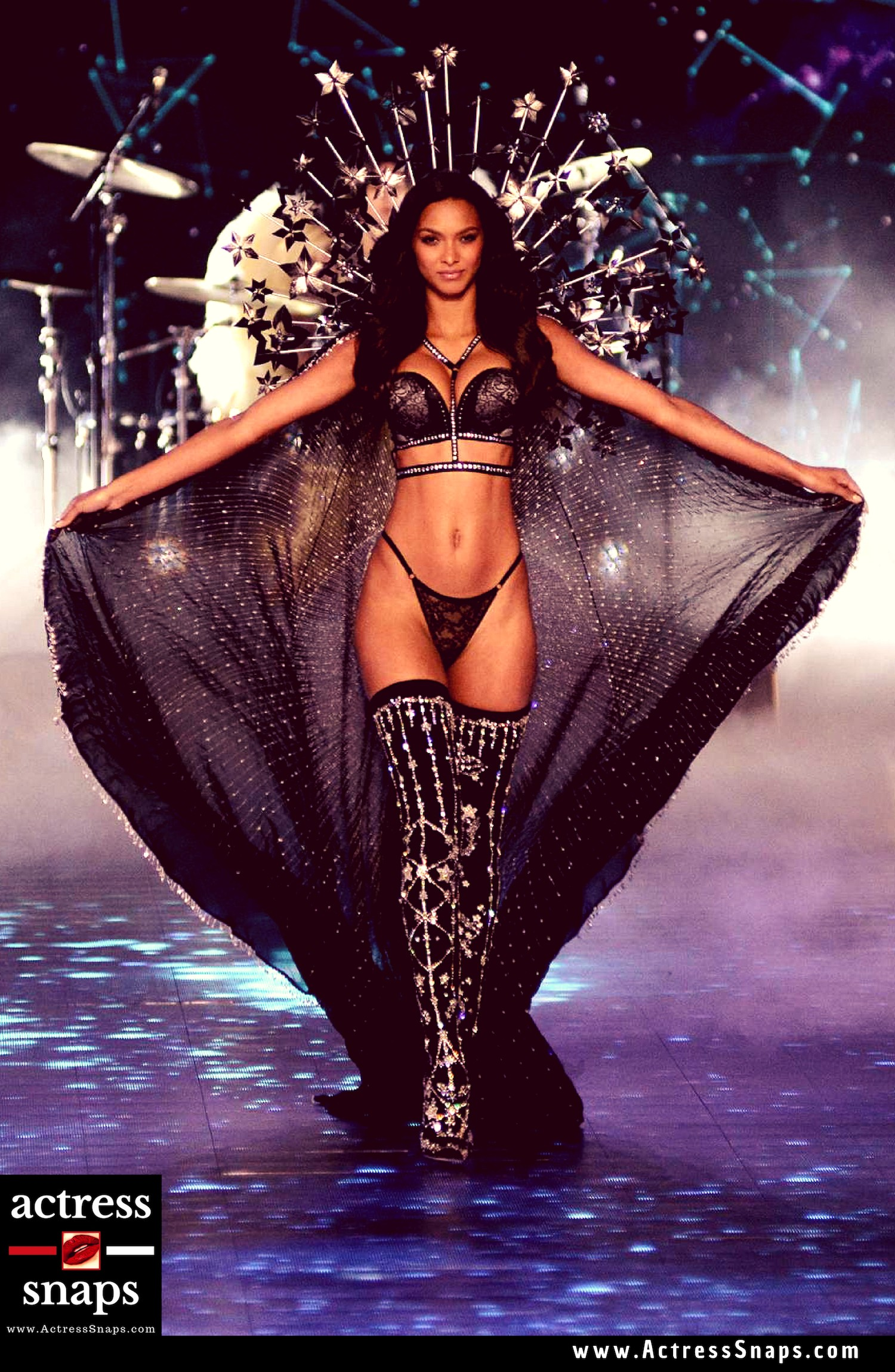 Lais Ribeiro - Victoria's Secret Fashion Show - Sexy Actress Pictures | Hot Actress Pictures - ActressSnaps.com