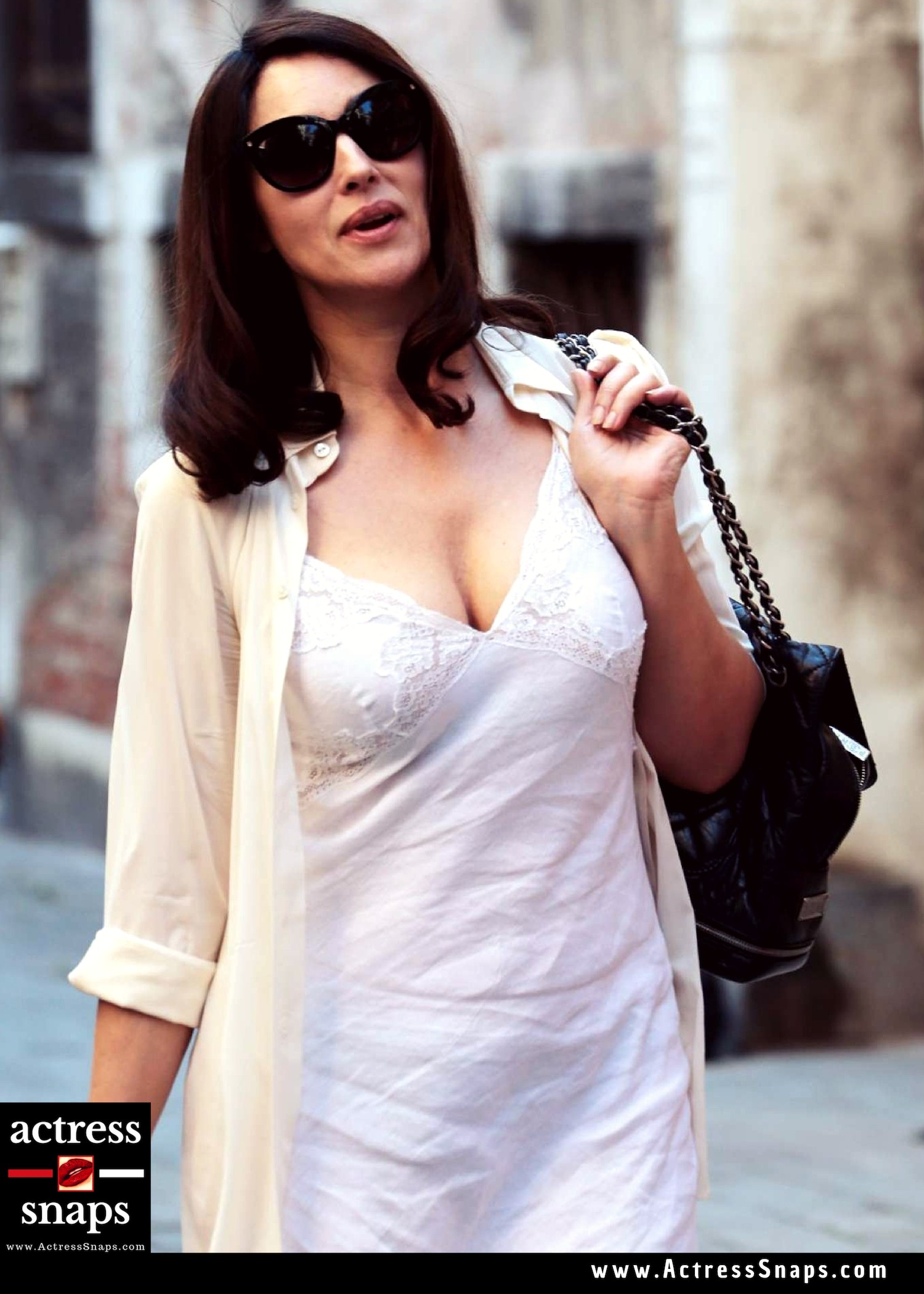 Sexy Monica Bellucci Pictures in White - Sexy Actress Pictures | Hot Actress Pictures - ActressSnaps.com
