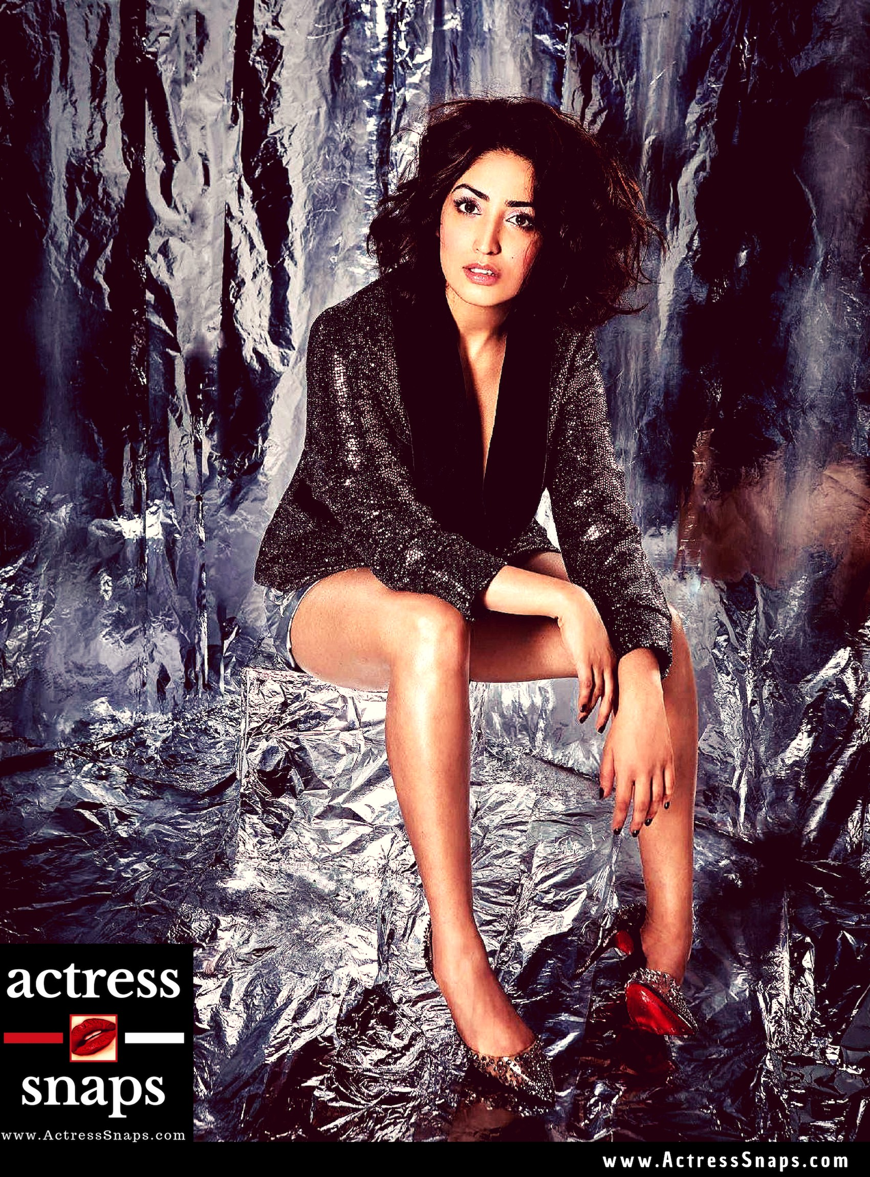 Yami Gautham - FHM December 2018 - Sexy Actress Pictures | Hot Actress Pictures - ActressSnaps.com