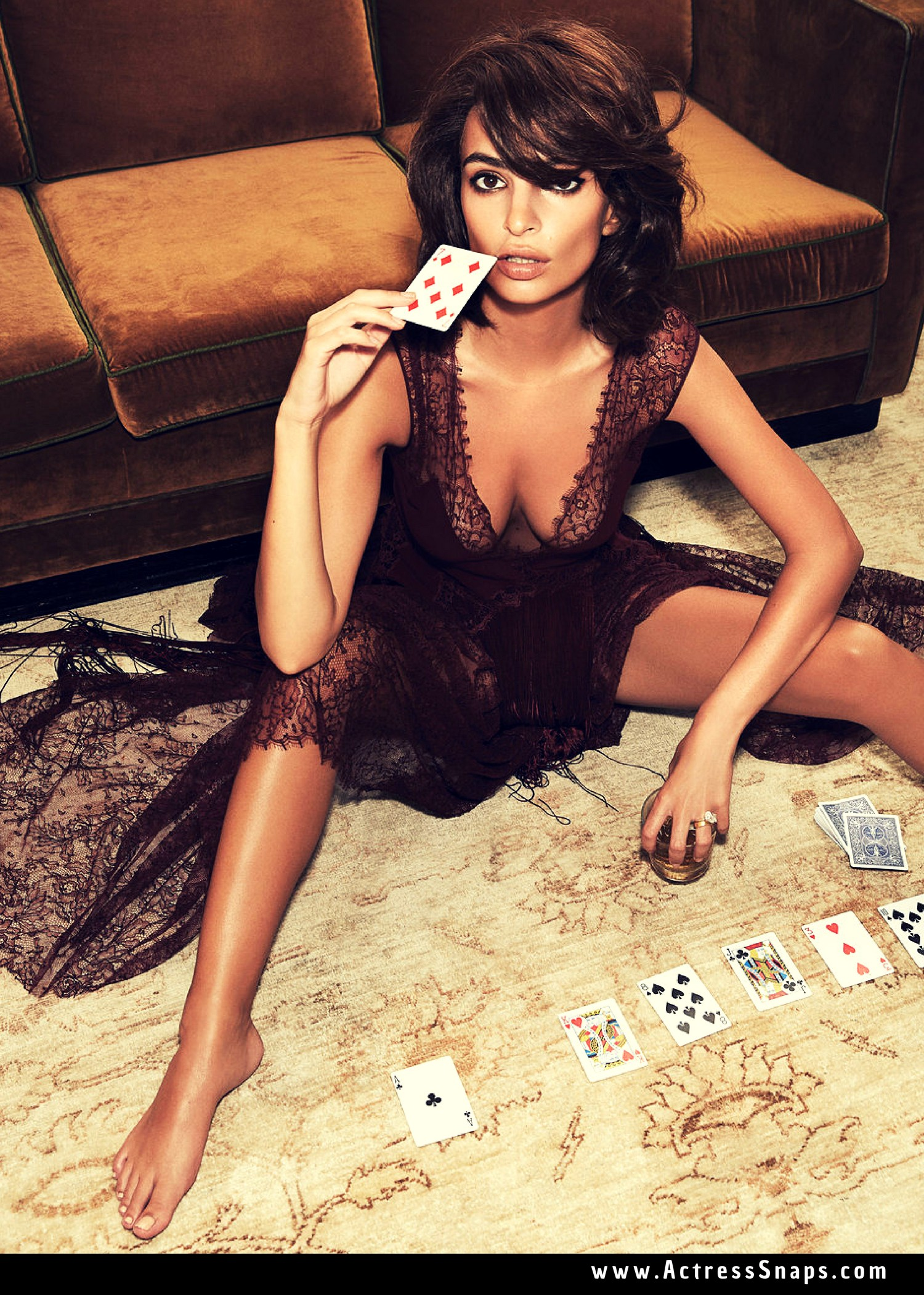 Emily Ratajkowski - Paper Fall Fashion 2018 - Sexy Actress Pictures | Hot Actress Pictures - ActressSnaps.com