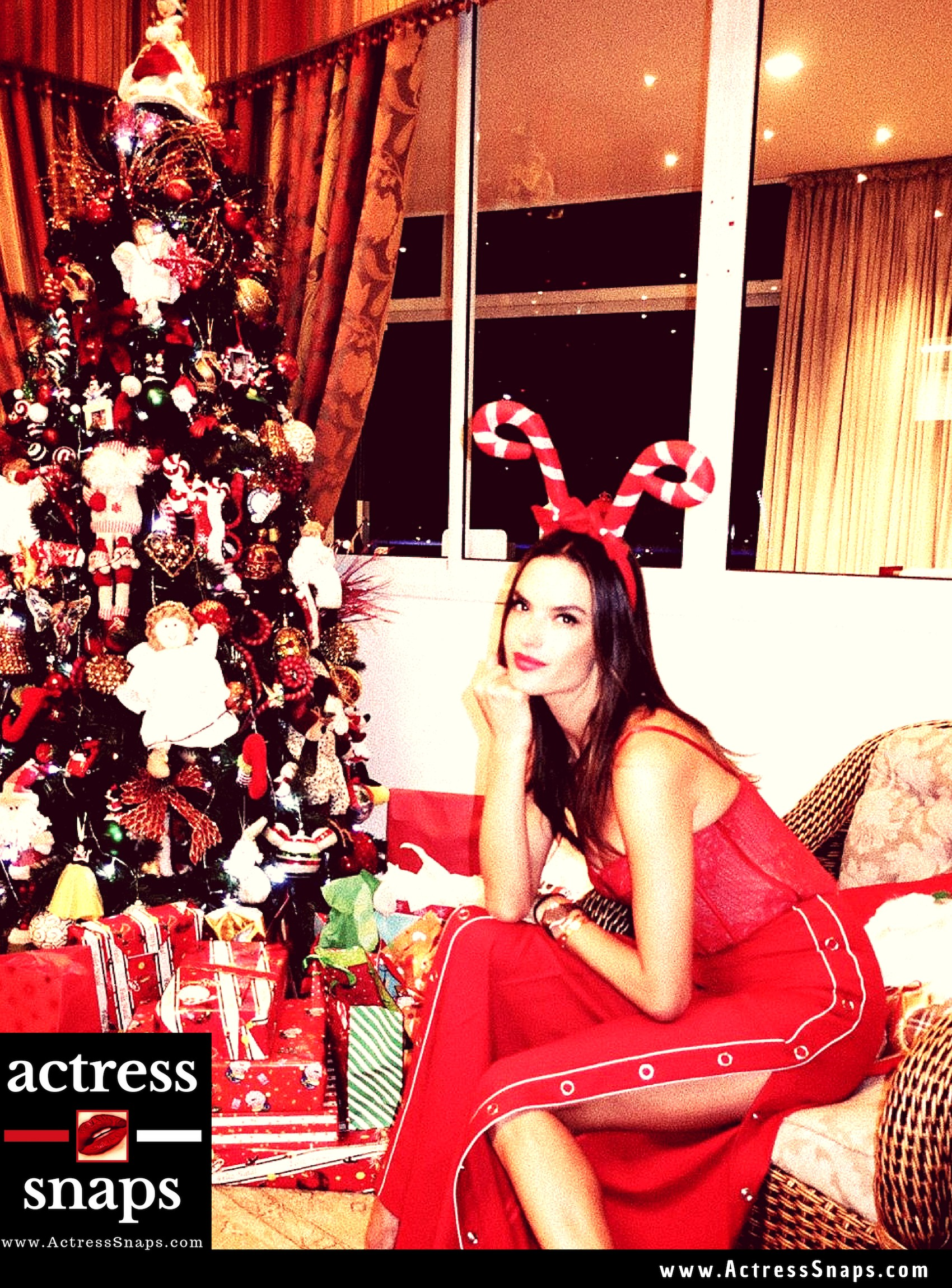 Alessandra Ambrosio wishing Fans a merry Christmas with this Photo post #VanessaHudgens