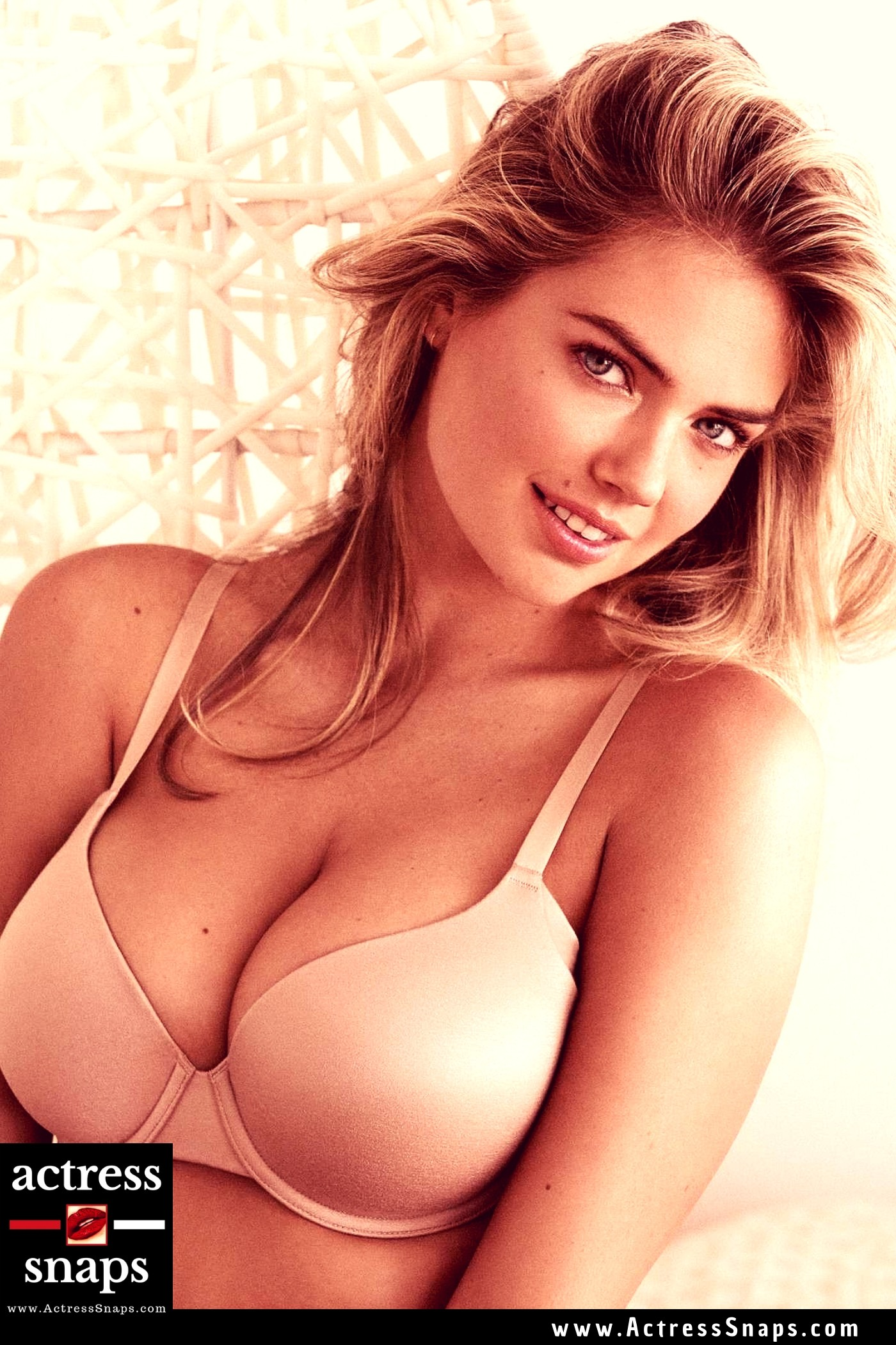 Kate Upton - Yamamay Campaign 2018 - Sexy Actress Pictures | Hot Actress Pictures - ActressSnaps.com
