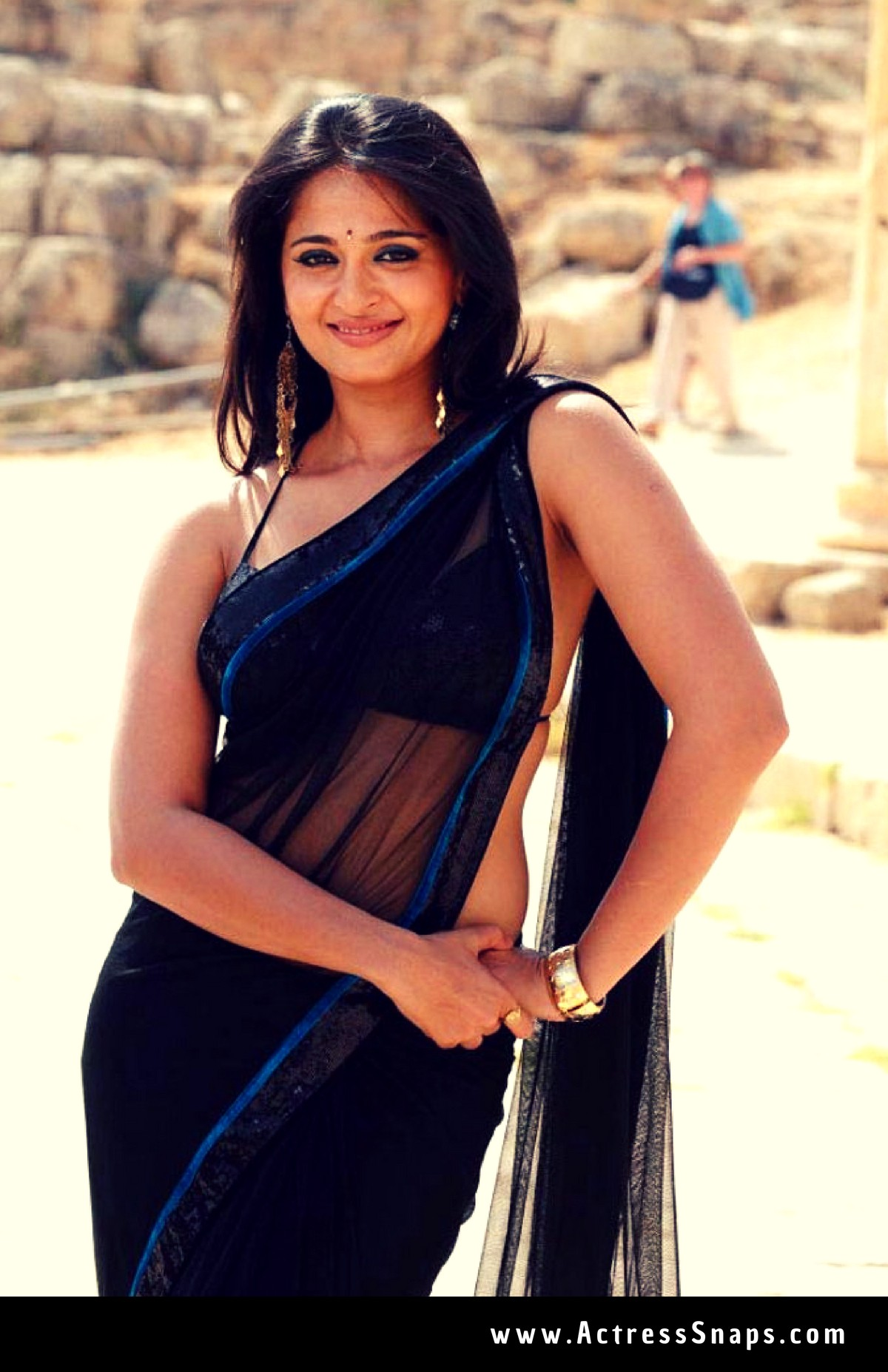 Sexy Anushka Shetty in Transparent Saree - Sexy Actress Pictures | Hot Actress Pictures - ActressSnaps.com