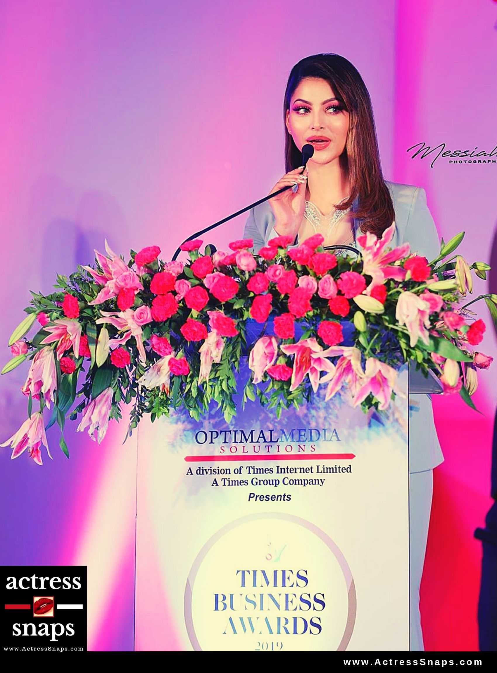 Urvashi Rautela - Times Business Awards - Sexy Actress Pictures | Hot Actress Pictures - ActressSnaps.com