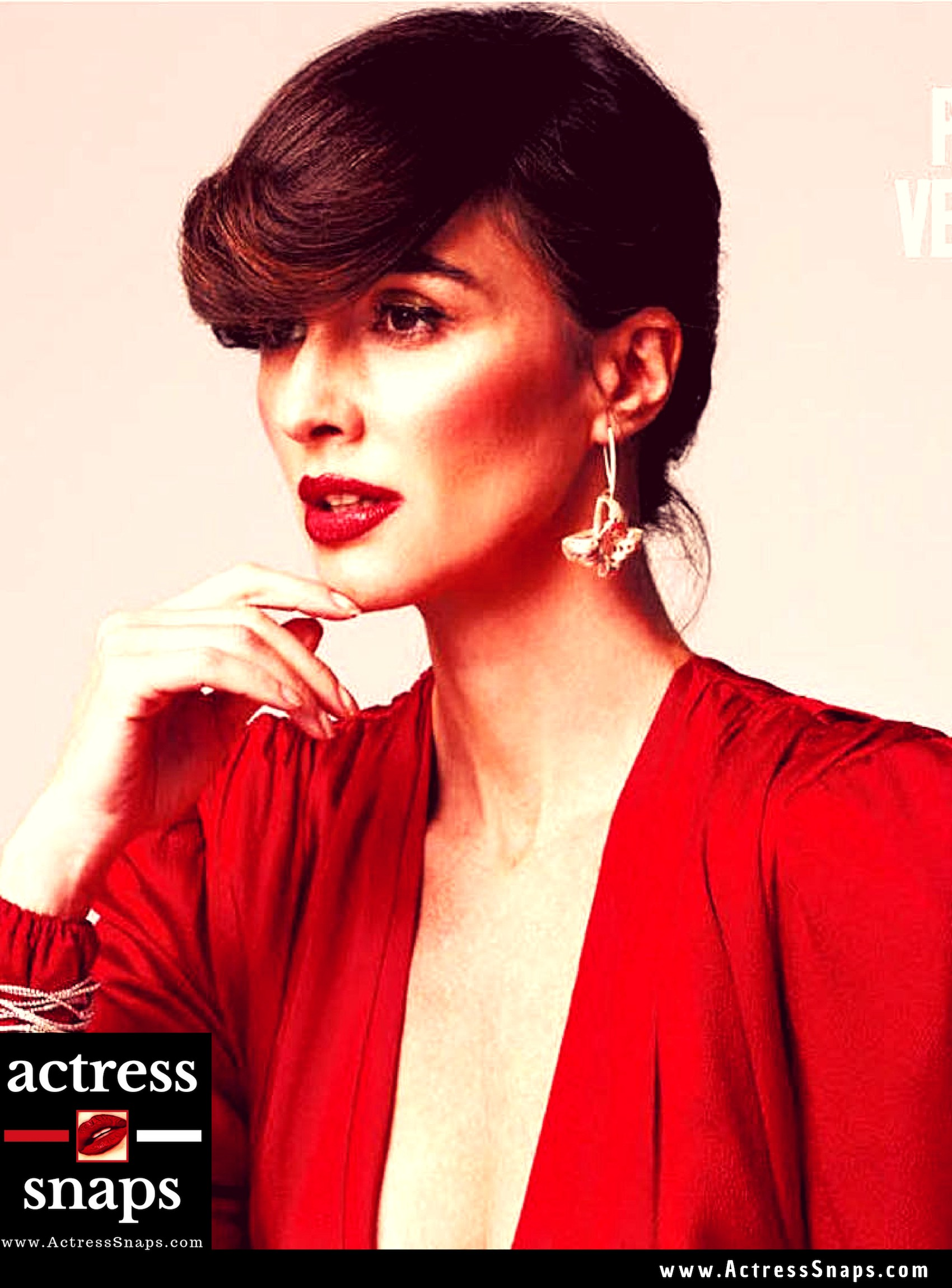 Paz Vega wishing Fans a merry Christmas with this Photo post #VanessaHudgens