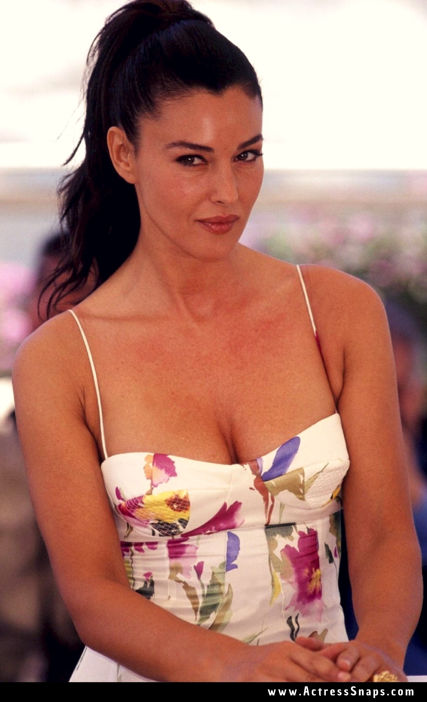 Sexy Monica Bellucci at the 'Irreversible' Photocall in Cannes - Sexy Actress Pictures | Hot Actress Pictures - ActressSnaps.com